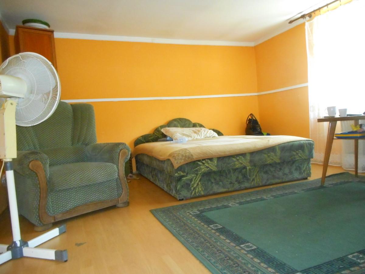 Szeged Petőfi-telepen 80 m2-es 3 szobás családi ház eladó!