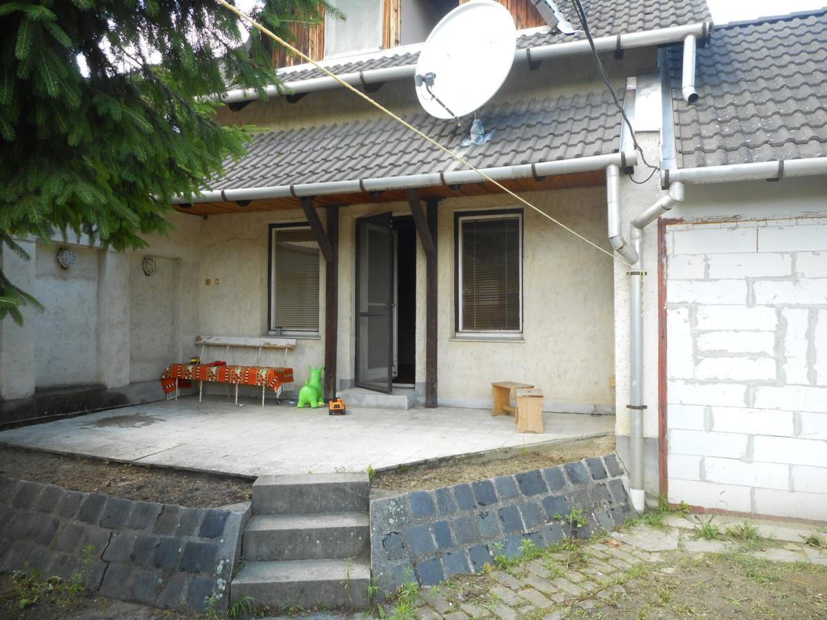 Szeged Petőfi-telepen 2 szintes családi ház eladó!