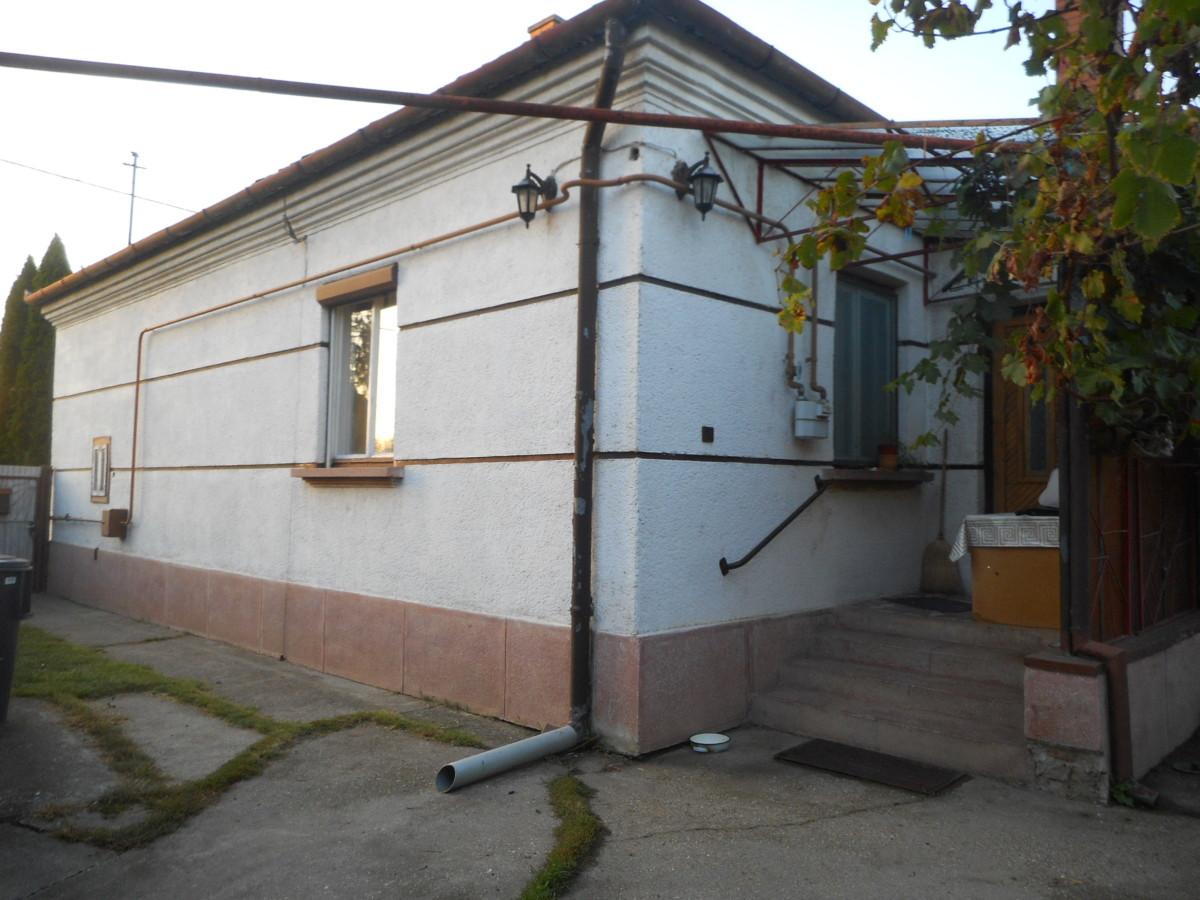Szeged-Szőregen 3 szobás családi ház eladó