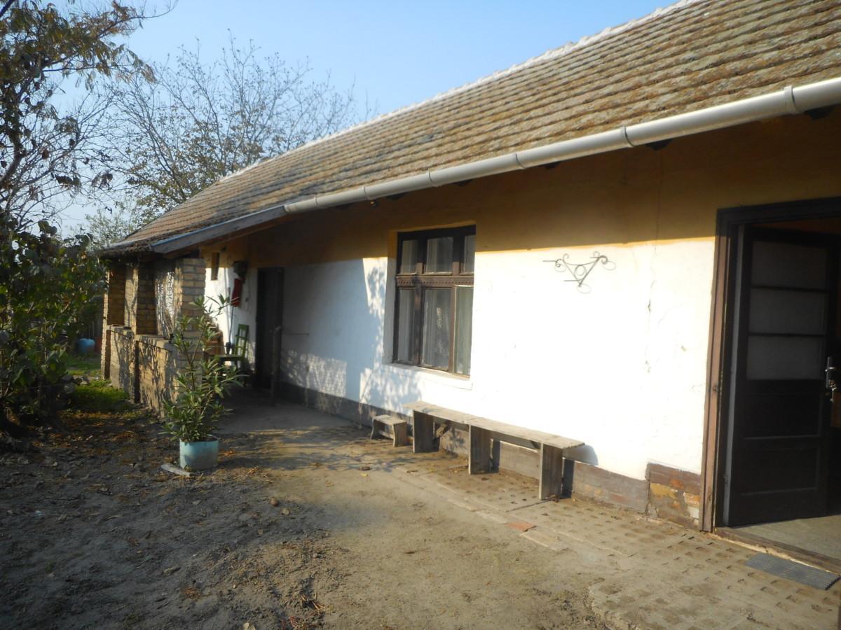 Szatymazon 2 szobás régi építésű ház eladó