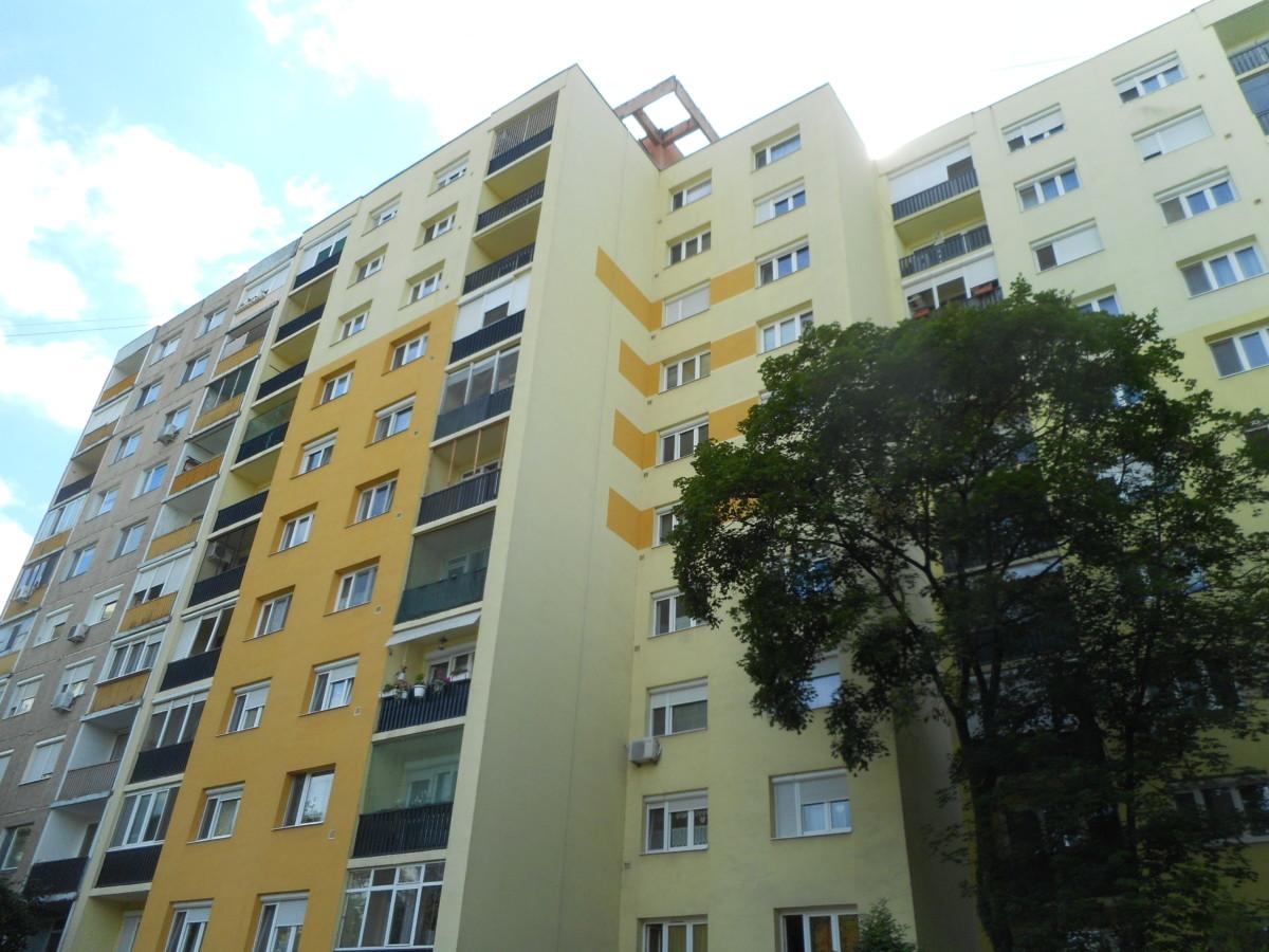 Szegeden a Zöldfa utcában 52 m2-es 2 szobás panellakás eladó!