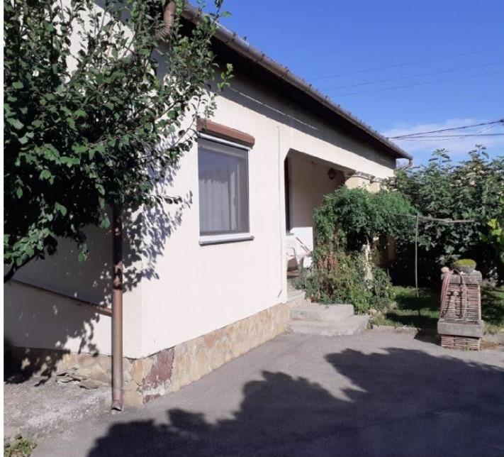 Szeged- Szőreg legszebb utcájában 194 m2-es családi ház eladó!