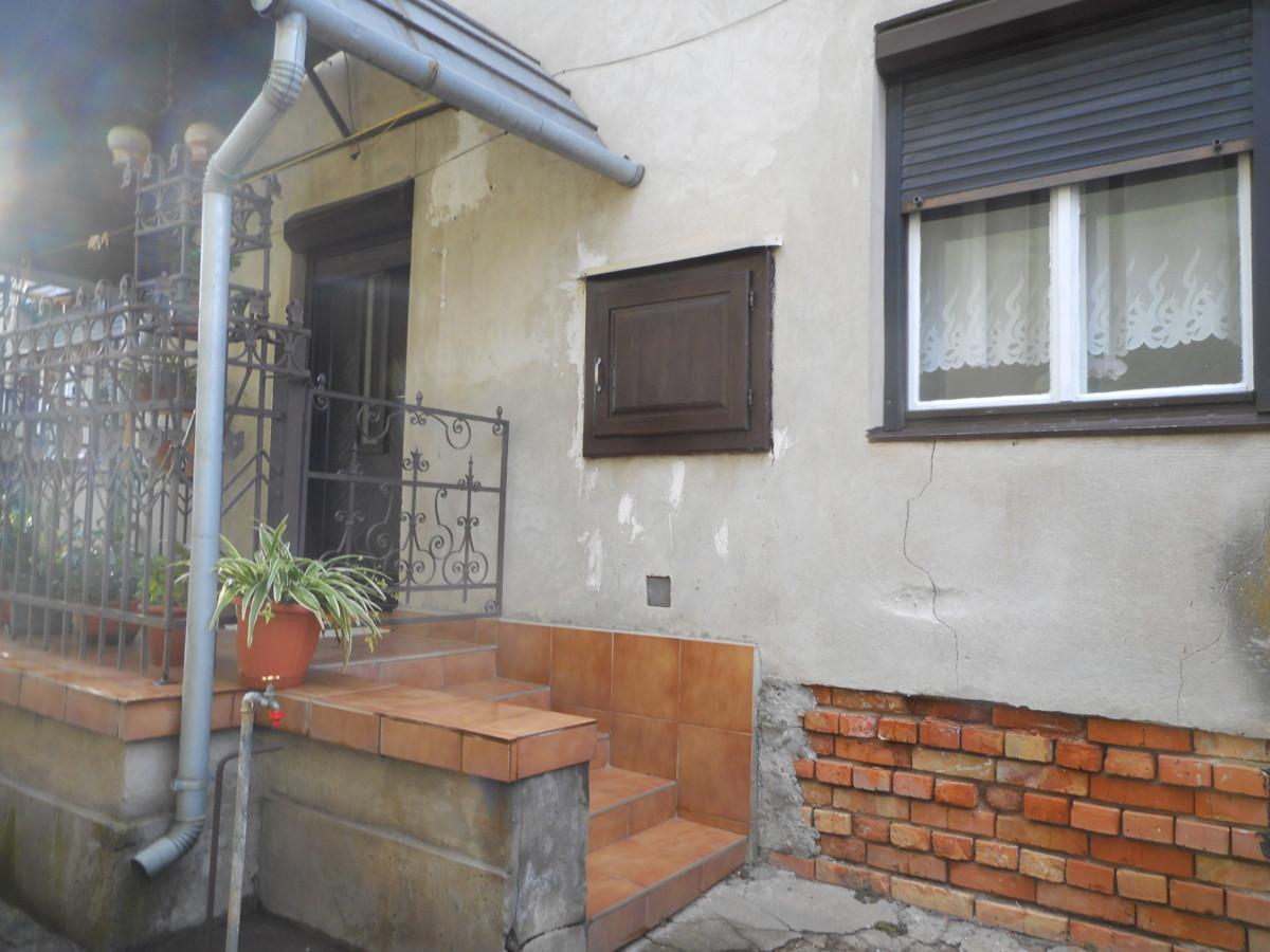 Deszken 2 szobás tégla építésű családi ház eladó!